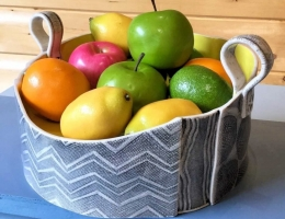 (H10) monochrome fruit bowl (2)