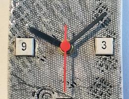 Oblong textured ceramic clock approx 10cm x 15cm