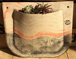 Pocket wall planter 22cm high x 27cm wide