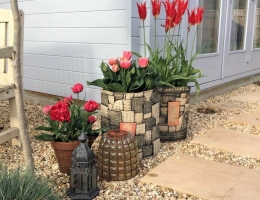 (GP2) Collection of garden planters