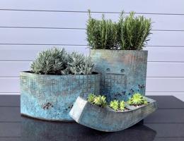 (GP3) Collection of verdigris planters