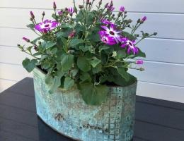 (GS10) Verdigris planter